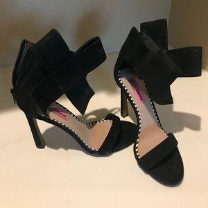 "Betsey Johnson black bow ""flirty"" heels"